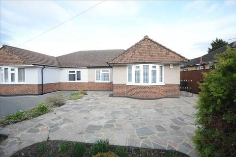 2 bedroom bungalow for sale - Wood Street, Chelmsford