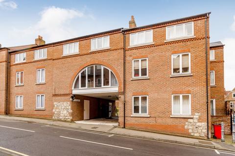 2 bedroom apartment for sale - 6 Queens Court, Fetter Lane, York, YO1