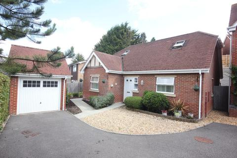 3 bedroom detached house for sale - SASSOON CLOSE, SALISBURY, WILTSHIRE, SP2 9LR