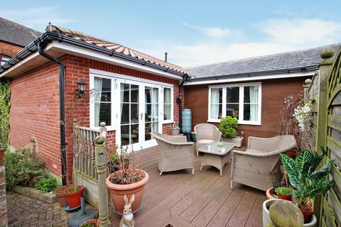 2 bedroom semi-detached bungalow for sale - Chantry Court, Westbury