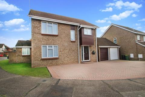 4 bedroom detached house for sale - Derbydale, Rochford