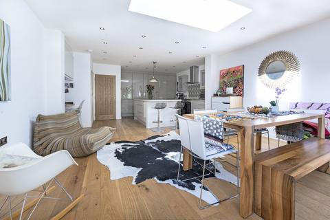 3 bedroom end of terrace house for sale - Wisley Road, London, SW11