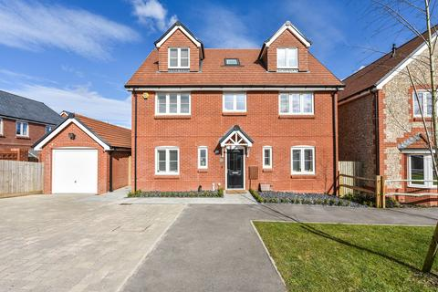 5 bedroom detached house for sale - Longbourn Way, MEDSTEAD, Hampshire