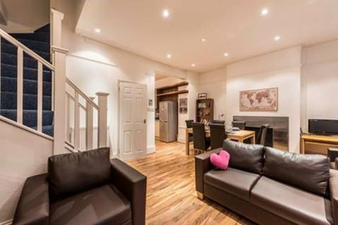 4 bedroom apartment to rent - Clifton Road, London