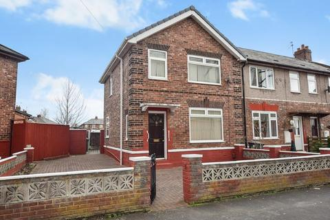 3 bedroom end of terrace house for sale - Sinclair Avenue, Widnes