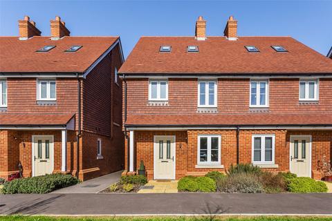 3 bedroom semi-detached house for sale - Thomas Waters Way, Horley, Surrey, RH6