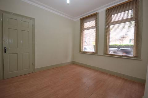 2 bedroom ground floor flat to rent - Two Bedroom; Ground Floor ; Warner Flat with Garden; Fleeming Road, London (£1400pcm)