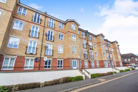2 bedroom apartment for sale - * Large apartment located in the town centre with OVER 900 year lease *