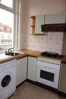 2 bedroom apartment to rent - Large 2 bedroom Flat in great location in Holdenhurst Road, Bournemouth