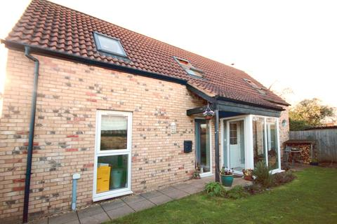 2 bedroom detached house for sale - High Street, Arlesey, SG15