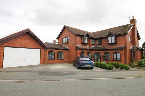 5 bedroom detached house for sale - Newlyn Gardens, Penketh, Warrington, WA5