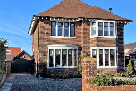 4 bedroom detached house for sale - King Edward Avenue, St Annes