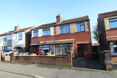 3 bedroom semi-detached house to rent - Roundhouse Avenue, Whelley, Wigan