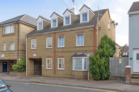 Studio to rent - Ufton Lane, Sittingbourne
