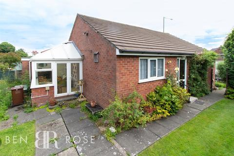 4 bedroom detached bungalow to rent - Leyland Lane, Leyland