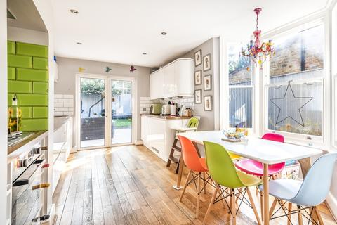 4 bedroom house to rent - Aislibie Road London SE12