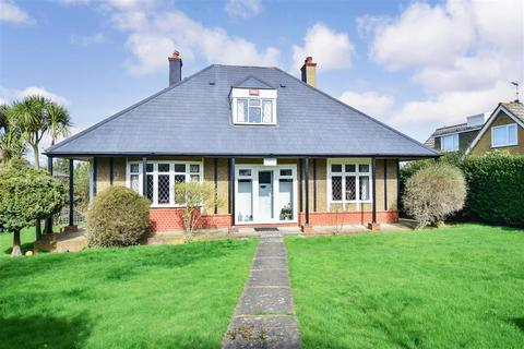4 bedroom bungalow for sale - Chequers Road, Minster On Sea, Sheerness, Kent