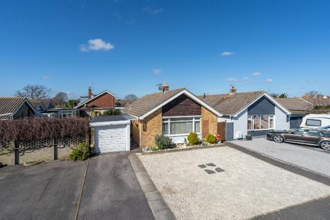 2 bedroom detached bungalow for sale - Church Way, Pagham, Bognor Regis, West Sussex. PO21 4QQ
