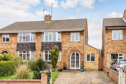 3 bedroom semi-detached house for sale - Woodlands Drive, Beverley, HU17 8BZ