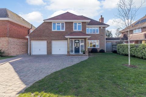 4 bedroom detached house for sale - Ferndown Gardens, Cobham, KT11