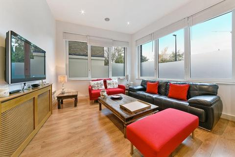 2 bedroom flat to rent - Halcyon Wharf, Wapping High Street, Wapping, London, E1W