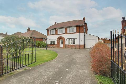 3 bedroom detached house for sale - Hollym Road, Withernsea, East  Yorkshire, HU19