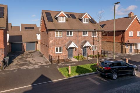 3 bedroom semi-detached house for sale - Moy Green Drive, Horley, Surrey, RH6