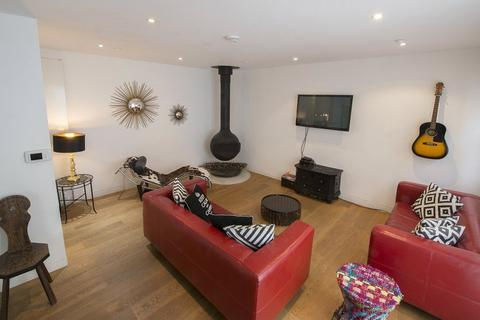 4 bedroom mews to rent - Alba Place, Portabello Road, Notting Hill, London, W11