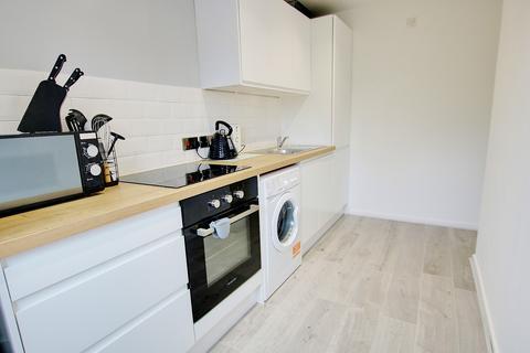 1 bedroom flat for sale - LONG LEASE! NO CHARGES! MODERN KITCHEN! VENDOR SUITED!