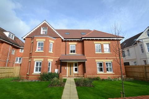 2 bedroom flat to rent - Boscombe Manor