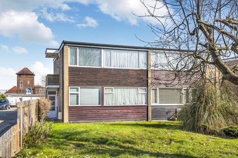 2 bedroom maisonette to rent - Pegley Gardens London SE12