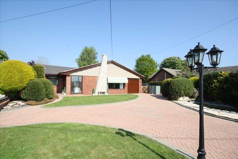 4 bedroom bungalow for sale - Shirrell Heath