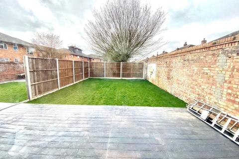 3 bedroom semi-detached house to rent - The Glebe, West Drayton