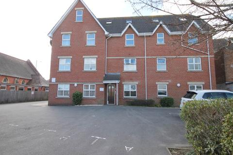 2 bedroom apartment to rent - 106 Seabourne Road , Bournemouth , Dorset