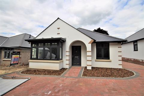 2 bedroom detached bungalow for sale - Nursery Close, Boscombe East, Bournemouth