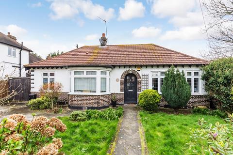 3 bedroom detached bungalow for sale - Dulverton Road, London, SE9