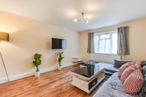 2 bedroom apartment to rent - Avenue Road, London, W3