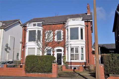 3 bedroom apartment for sale - East Beach, Lytham