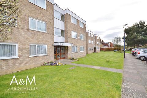 2 bedroom flat for sale - Woodhaven Gardens, Barkingside