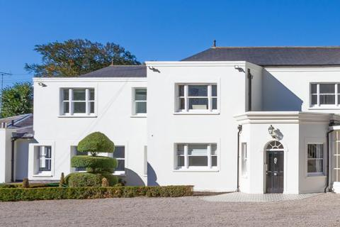 4 bedroom manor house for sale - Manor Road, High Beech, Loughton, Essex