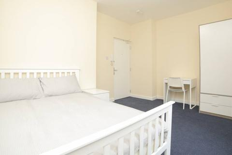1 bedroom in a house share to rent - Cannon St Road, Shadwell, Lonon E1
