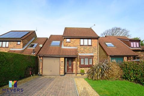 4 bedroom detached house for sale - Throopside Avenue, Throop, BH9