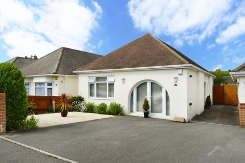 2 bedroom detached bungalow for sale - Glamis Avenue, Bournemouth
