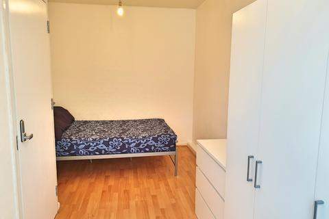 1 bedroom flat share to rent - Lawrence Close, Bow, London E3