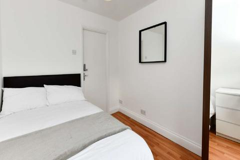 1 bedroom flat share to rent - Burdett Road, Mile End, London E3
