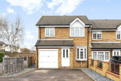 3 bedroom semi-detached house for sale - Groveside Close, Carshalton, Surrey, SM5