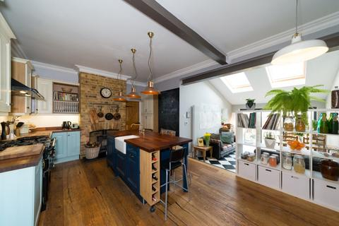 3 bedroom house to rent - Torridon Road London SE6