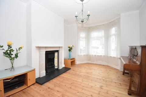 2 bedroom terraced house for sale - Chestnut Rise London SE18