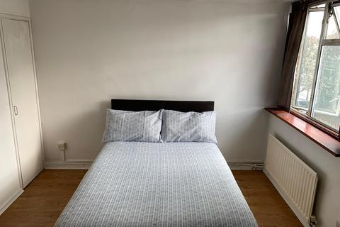 1 bedroom house share to rent - The Green, Stratford, London E15
