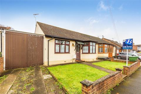 2 bedroom bungalow for sale - Vicarage Road, Hornchurch, RM12